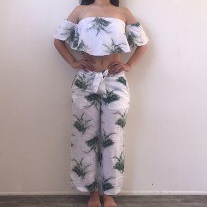 2 pieces volcom crop top and Capri pants